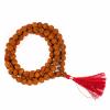 6. Mala Rudraksha - 108 kralen van 0,9 cm - met rode kwast