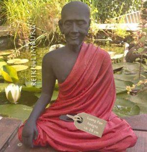 Monnik Luang Fan met gewaad rood klein 28 cm. 3 kilo